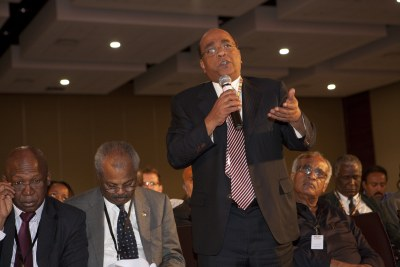 Mo Ibrahim speaking during his Foundation's discussion forum on November 15, 2009 in Dar es Salaam.