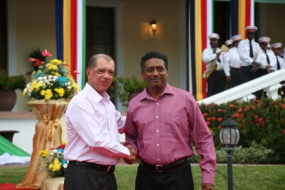 Seychelles President James Michel and Vice President Danny Faure shake hands (file photo).