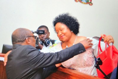 King Mumbere hugs his wife Nyabaghole Agnes Ithungu, at the Jinja Chief Magistrate's Court.