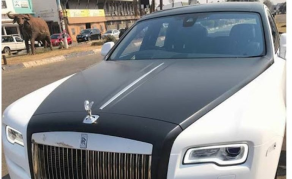 Guess Who Buys Two Rolls-Royces in Zimbabwe - VIDEO