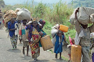 A group of displaced people fleeing in North Kivu.