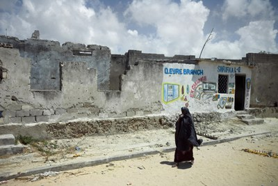 A war-ravaged street in Mogadishu: Fighting in the city's northern districts has trapped many residents in their homes (file photo).