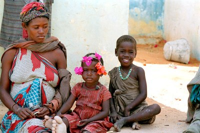 A Somali mother and two children waiting for food at a UNICEF/Swede Relief feeding centre in Mogadishu.