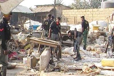 Destruction après attentat à la bombe le soir du Noël dans la ville de Jos.
