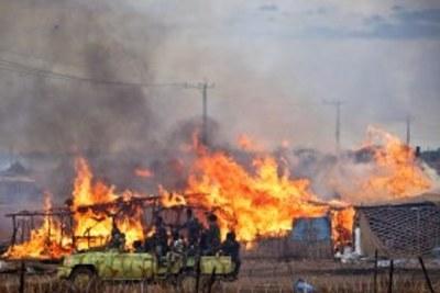 Des maisons brulées à Abyei durant le conflit.