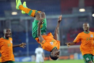 Emmanuel Mayuka célébre le but contre le Ghana.