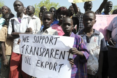 South Sudanese citizens show support for their government's decision  to shut down all national oil production, effectively cutting off the flow of crude oil from South Sudan to Sudan (file photo).