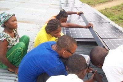 (Photo d'archives) - Le Sommet mondial sur l'énergie du futur à Abu Dhabi travaille sur comment les énergies renouvelables peuvent accélérer le développement de l'Afrique.