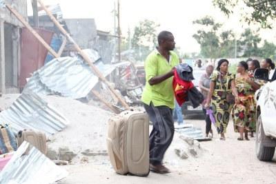 Des sinistrés sur le site de Mpila aprés l'incendie
