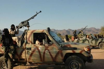 Des rebelles touaregs dans le désert du Sahara