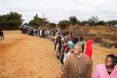 Voters wait for casting their ballots in 2013 (file photo).