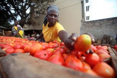 Femmes travaillant dans un marché.