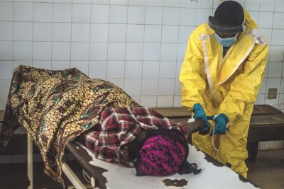 A government health worker in the MOH-led Kenema Ebola Treatment Centre in Sierra Leone attends to a victim (file photo).