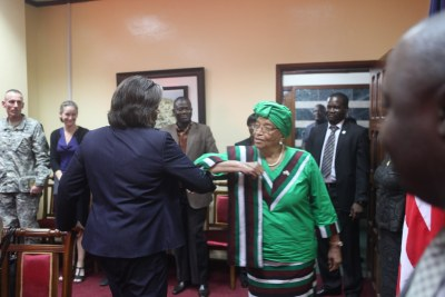 President Sirleaf and Ambassador Thomas-Greenfield exchange anti-Ebola greetings.