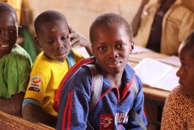 Oumar est le petit-fils d'un réfugié mauritanien qui a trouvé refuge au Mali après l'éclatement des violences intracommunautaires en Mauritanie. On  a récemment donné un acte de naissance à ce jeune de 13 ans au Mali, ce qui aidera à améliorer sa vie.