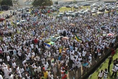 Arrivée de la dépouille d'André Mba Obame à Libreville