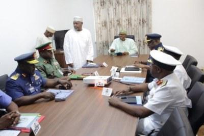 Le Président Muhammadu Buhari rencontrant les chefs du service de sécurité