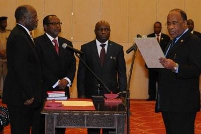 President John Magufuli swears in new Chief Secretary Ambassador John Kijazi, at the state house in Dar Es Salaam. Second left is the former CS, Ambassador Ombeni Sefue.