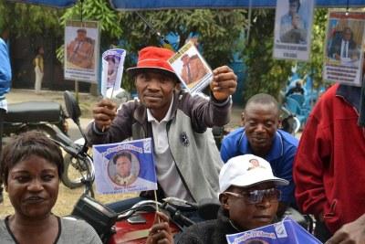 Des militants de l'UDPS se préparent pour le retour d'Etienne Tshisekedi annoncé pour le 27 juillet 2016.