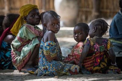 Bada, Kako, âgés de 3 ans, et d'autres enfants déplacés dans le village de Tagal, dans la région du Lac Tchad, au Tchad.(photo archive)