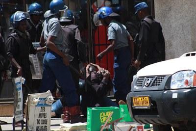 Des policiers à Harare (archive)