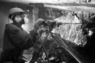 Changing dynamics such falling commodity prices and technological innovation present a challenge and opportunity for the implementation of the 2009 African Mining Vision (AMV) for Central African countries.