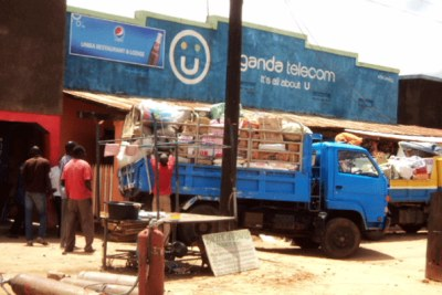 South Sudanese traders load goods onto a truck in Moyo Town (file photo).