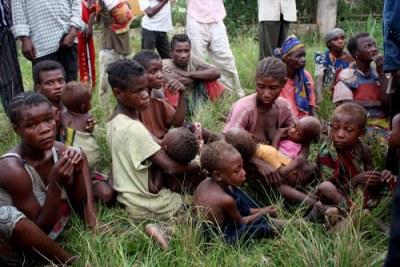 Une famille de pygmées dans un centre des Refugiés de Dongo(RDC) (archive)