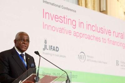 Le Président du Fonds international de développement agricole (FIDA), Kanayo F. Nwanze, à l'ouverture d'une conférence à Rome sur le financement du développement rural.