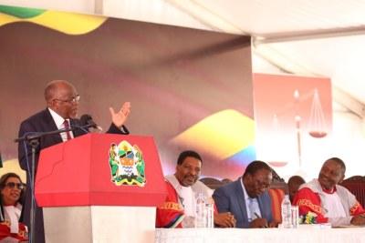 President Magufuli and judiciary leaders in Tanzania (file photo).