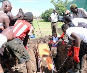 Drama as body exhumed in Kenyan village - PHOTOS