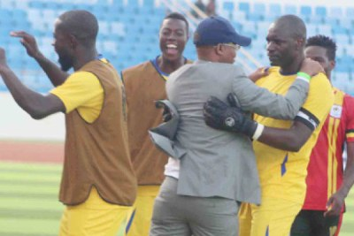 Fufa president Moses Magogo (L) embraces Cranes keeper Onyango after the latter put on another heroic performance away from home.