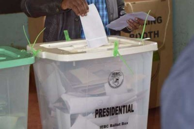 A voter casting presidential vote in Kenya's election on August 8, 2017.