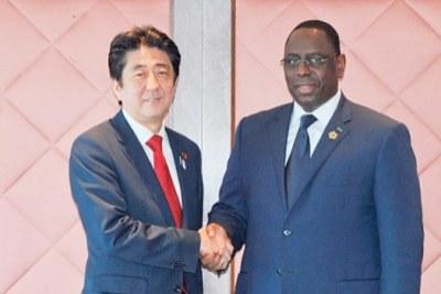 Macky Sall, président de la République du sénégal avec le Premier ministre japonais Shinzo Abe.