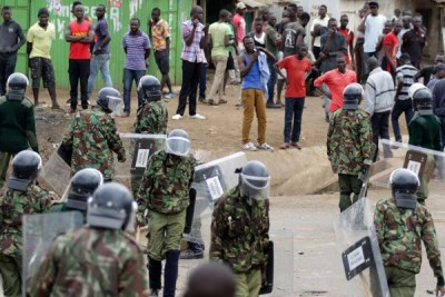 Anti-riot police officers attempt to disperse protesters supporting opposition leader Raila Odinga at Obunga slum, in Kisumu County (file photo).