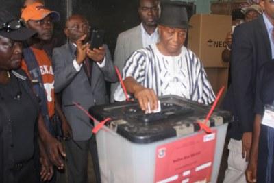 Vice President Joseph Boakai casts his vote.