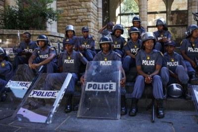 Agents de police.