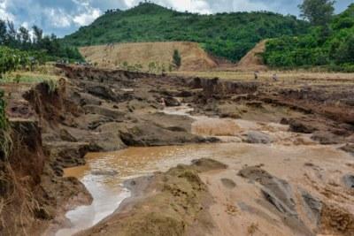 La Croix-Rouge du Kenya estime que jusqu'à 500 familles ont été touchées par la tragédie après que leurs maisons aient été emportées par l'effondrement d'un barrage à Solai.