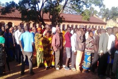 Voters queue in the 2018 referendum.