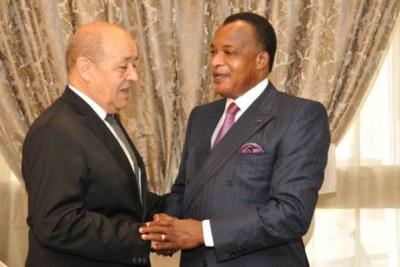Jean Yves Le Drian en compagnie du président Sassou Nguesso