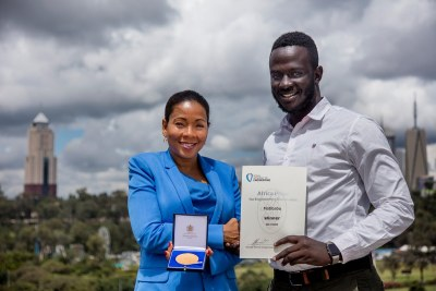 Africa Prize judge Rebecca Enonchong presents Ugandan Brian Gitta of Matibabu with the Africa Prize winner's medal.