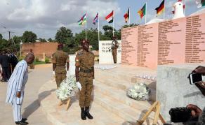 Une stèle quatre ans après le crash d'Air Algérie au Burkina Faso