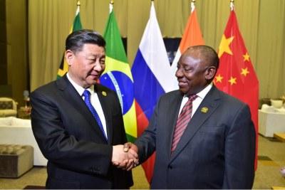 Le président Cyril Ramaphosa reçoit le président de la République populaire de Chine Xi Jinping avant le forum des entreprises du BRICS à Johannesburg en juillet 2018.