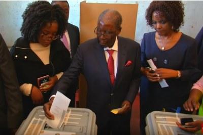 Former president Robert Mugabe votes (screenshot).