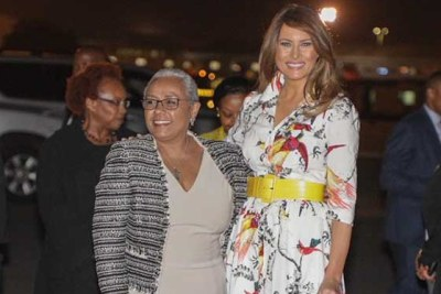 Premières dames Margaret Kenyatta et Melania Trump à l'aéroport international Jomo Kenyatta.
