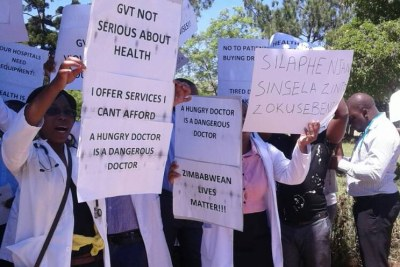 Zimbabwe doctors on strike (file photo).