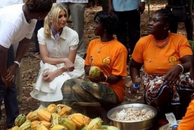 Ivanka Trump avec des femmes cultivatrices