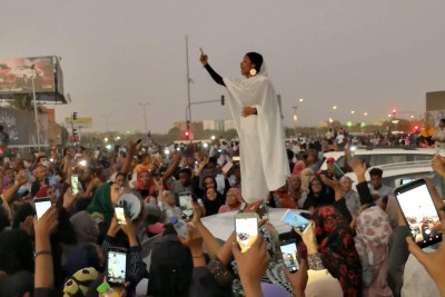 In what has become an iconic image of the Sudan protests, 22-year-old architectural engineering student Alaa Salah (@oalaa_salah) chants poetry from the top of a car, wearing traditional dress.