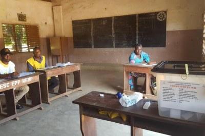 Bureau de vote numéro 3 de l'école primaire publique d'Ouenlinda.