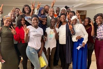 Des filles montrant leur adhésion à la prochaine Conférence Internationale pour la Population et le Développement (CIPD) prévue en novembre 2019 à Nairobi, Kenya